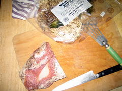 Guanciale_on_cutting_board